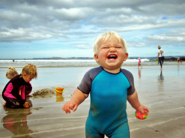 Funny-Babies-On-The-Beach-3