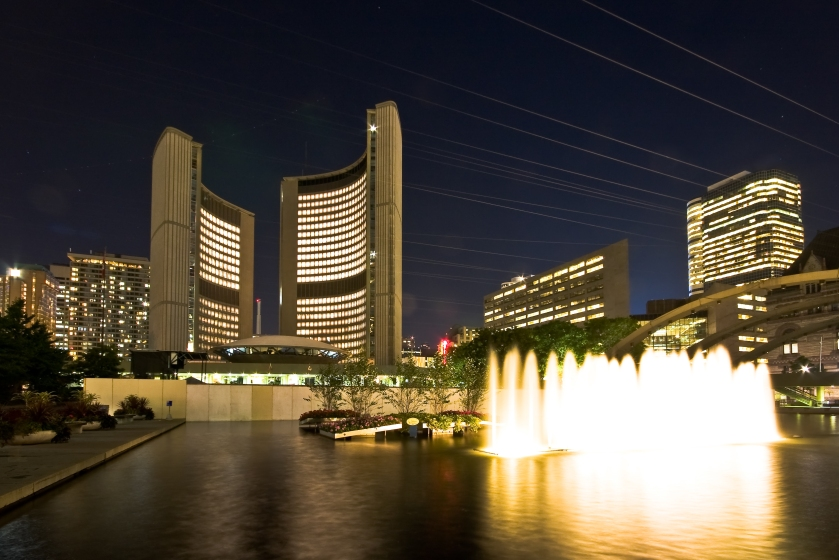 Toronto_City_Hall_night_view