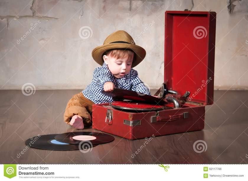funny-baby-boy-retro-hat-vinyl-record-gramophone-62117766.jpg